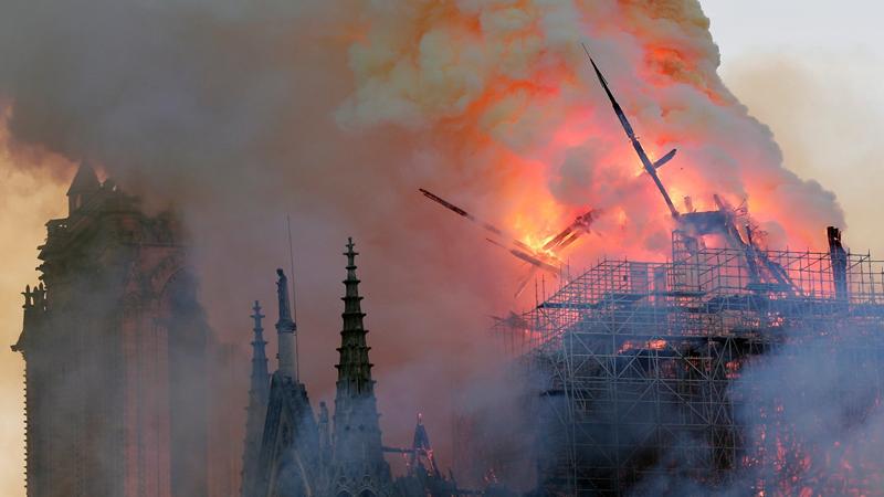 Brand Notre Dame Parijs geblust!